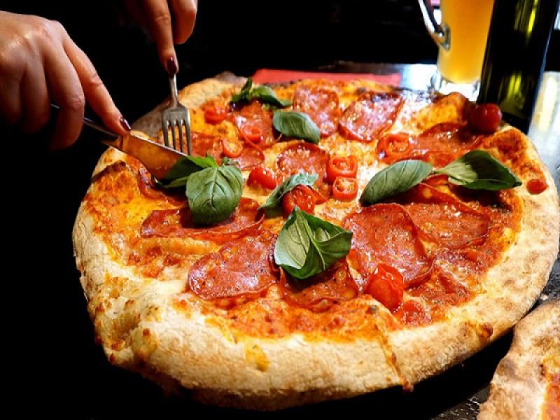 Foto 1 di A TUTTA PIZZA! - GRIGLIERIA PIZZERIA ARCA