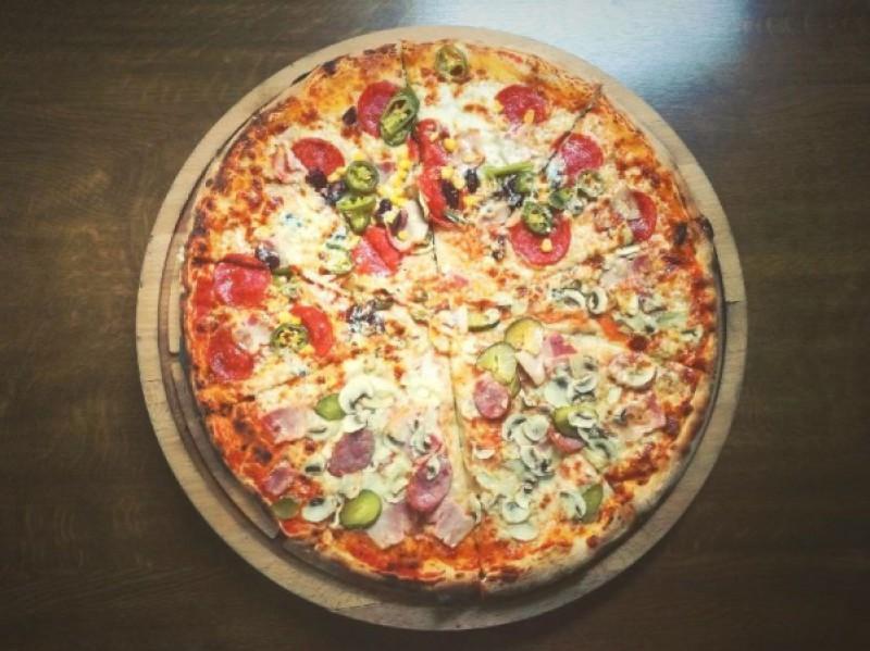 Foto 1 di MENU' PIZZA  per 2 persone  dolce compreso - WINNER