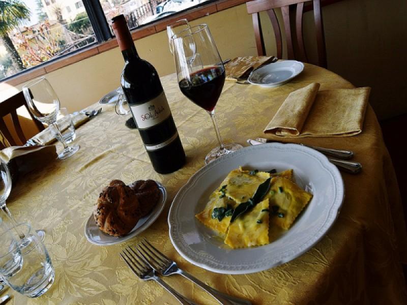Foto 1 di MENU' DEGUSTAZIONE  per 2 persone  Vino e dolce compresi  - VILLA AURORA