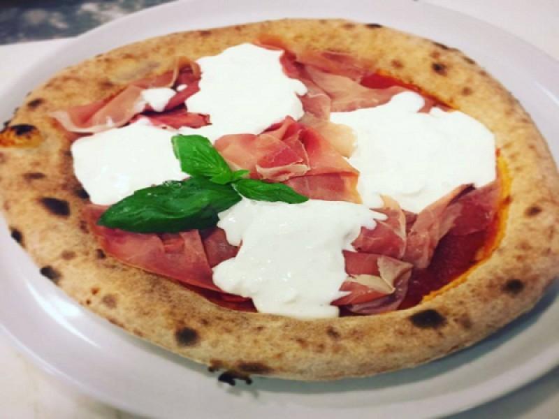 Foto 1 di MENU' PIZZA VERACE   per 2 persone   Birra e dolce inclusi - GOURMET PIZZA E CUCINA