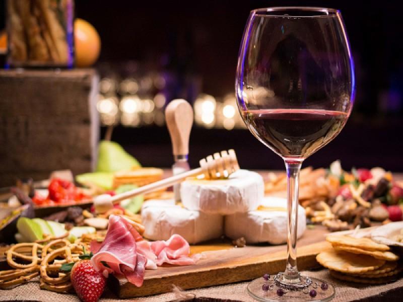 Foto 1 di MERENDA SINOIRA  per 1 persona  Tagliere e Vino inclusi - CA SAN SEBASTIANO