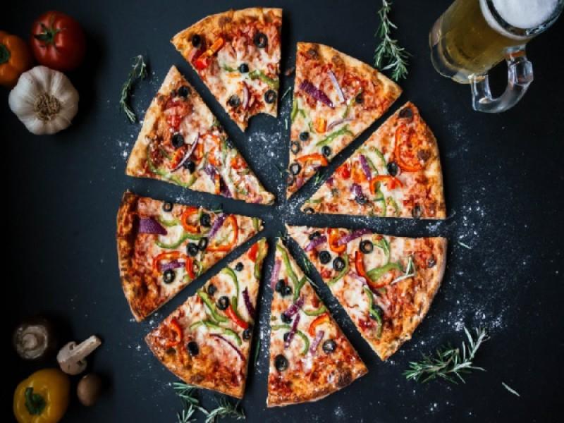 Foto 1 di MENU' PIZZA  per 1 persona  Bevande incluse - CICCIO PASSAMI L'OLIO