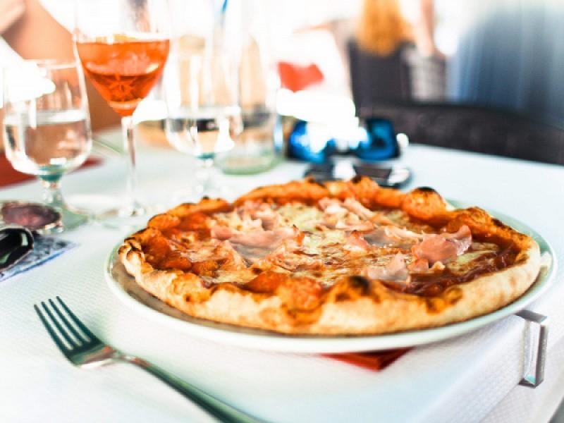 Foto 1 di MENU' PIZZA   per 2 persone   Ottieni 50 punti GURMY - CHIRINGUITO TIKI BEACH BAGNO 26