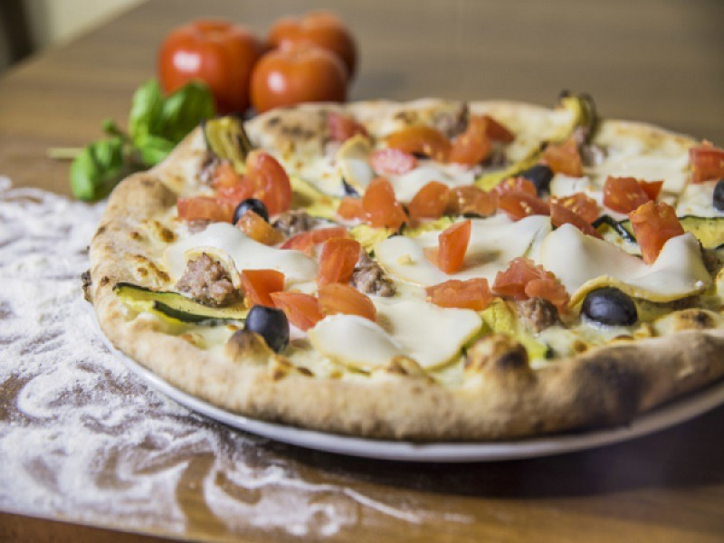 Foto 1 di MENU' PIZZA GOURMET  per 2 persone  pizza a scelta tra 40 proposte - PIZZERIA OSTERIA LE NINFE