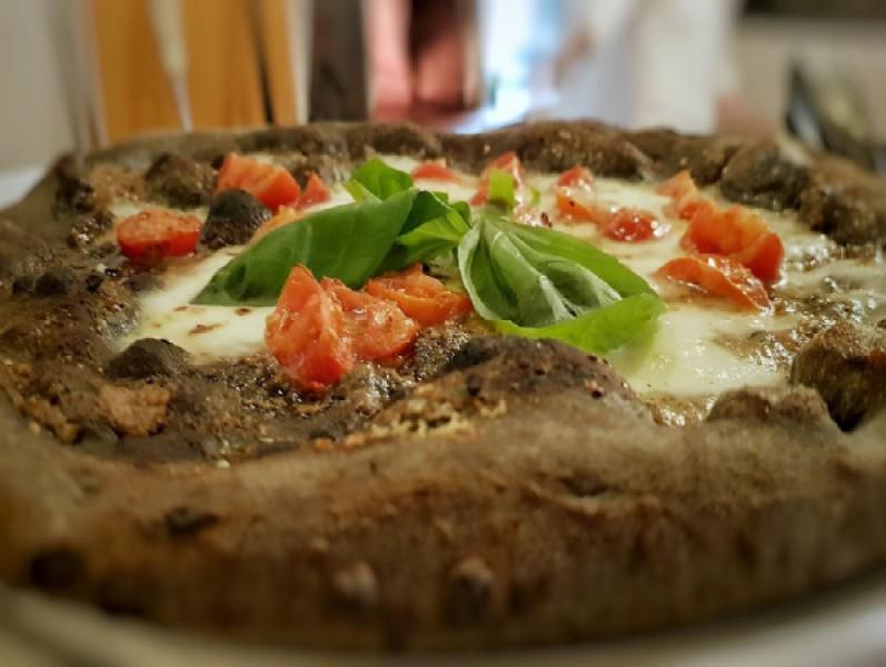 Foto 1 di BUONO GURMY  MENÙ PIZZA OMAGGIO  antipasto incluso  per 2 persone  - RISTORANTE DA RENZO