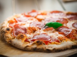 BUONO GURMY MENÙ PIZZA OMAGGIO  per 2 persone - LIBERTY RISTORANTE PIZZERIA