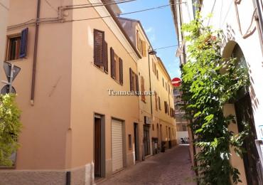 cerca Pesaro  Centro Storico VILLA A SCHIERA VENDITA