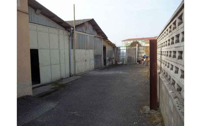 LOCALE COMMERCIALE in VENDITA a VEROLENGO