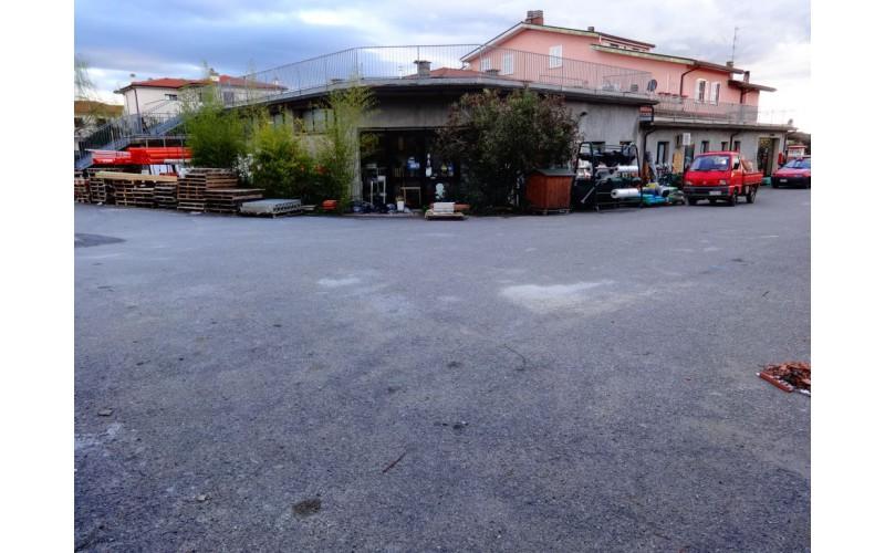 FONDO COMMERCIALE in VENDITA a PITIGLIANO - CENTRO