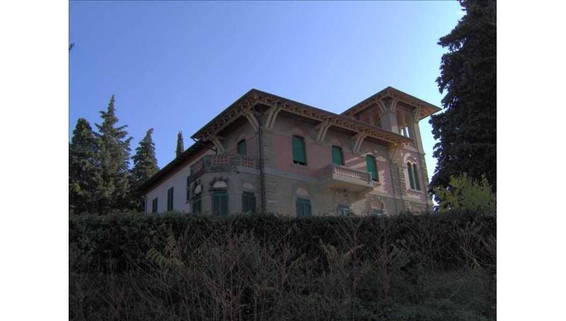 IMMOBILE DI PRESTIGIO in VENDITA a LORO CIUFFENNA - GENERICA