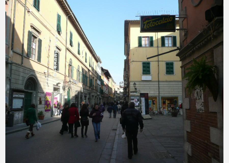 FONDO COMMERCIALE in VENDITA a PISA - S. ANTONIO