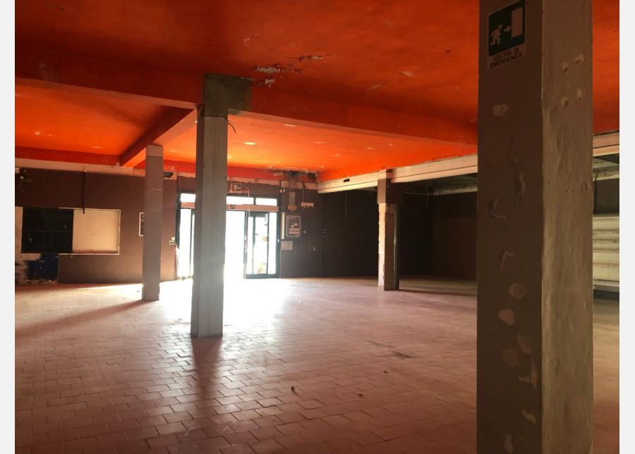 FONDO COMMERCIALE in VENDITA a PISA - LA VETTOLA