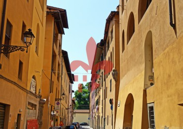 cerca Firenze  Santa Croce / Sant Ambrogio IMMOBILE COMMERCIALE VENDITA