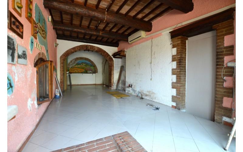 FONDO COMMERCIALE in VENDITA a MONTERONI D'ARBIA - LE MORE