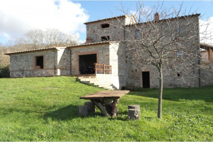 COUNTRY HOUSE on SALE in ROCCASTRADA - ROCCATEDERIGHI