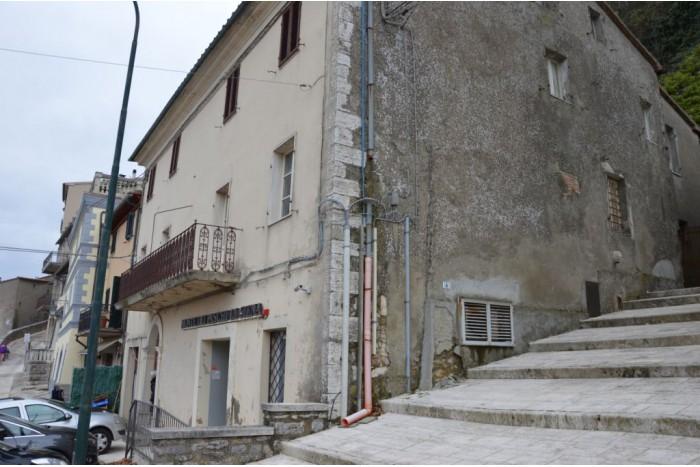 STABILE/PALAZZO in VENDITA a CASTIGLIONE D'ORCIA